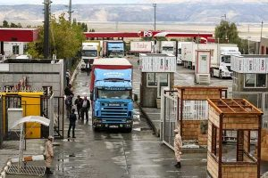 خسارت روزانه 500.000 هزار تومانی به کامیون داران دلیل توقف بار در مرزها